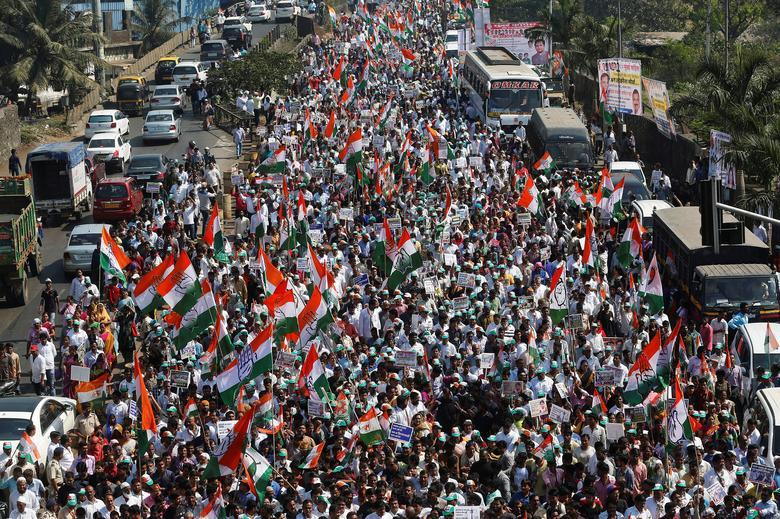 2016年11月28日,印度孟买,主要反对党组织民众抗议政府废钞行动。REUTERS/Shailesh Andrade