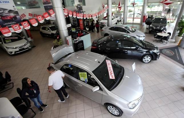 11月29日、トヨタ自動車のブラジル子会社は、エンジン工場での増産に向けて1億7700万ドルを投じると発表した。サンパウロのトヨタディーラーショップ、6日撮影(2016年 ロイター/Paulo Whitaker)