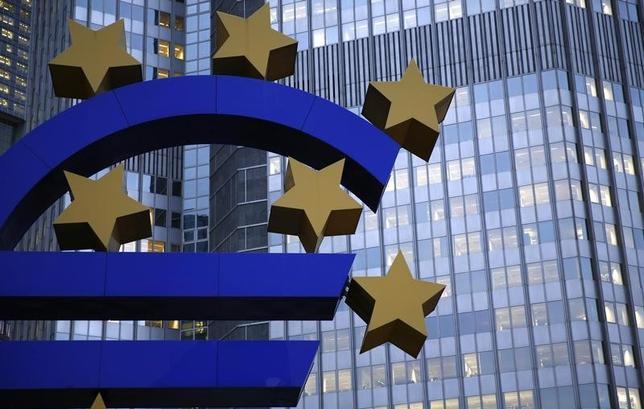 11月30日、欧州連合(EU)統計局が発表した11月のユーロ圏消費者物価指数(CPI)速報値は、前年同月比0.6%上昇し2014年4月以来の大幅な伸びとなった。写真は2013年11月、フランクフルトで(2016年 ロイター/Kai Pfaffenbach)