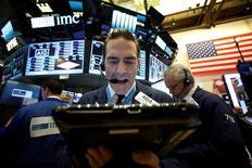 La Bourse de New York a fini sur une note mitigée mercredi. L'indice Dow Jones a gagné 0,01%, soit 1,98 point à 19.123,58, inscrivant en séance un nouveau pic historique à 19.225,29. /Photo prise le 7 novembre 2016/REUTERS/Brendan McDermid