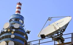 Mediaset a dit jeudi qu'il se chercherait d'autres associés que Vivendi pour ses projets dans la télévision payante et a ajouté qu'il n'avait aucun contact avec le britannique Sky pour le moment. /Photo d'archives/REUTERS/Paolo Bona