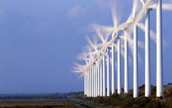 La transition énergétique constitue une opportunité à saisir pour l'économie française, selon l'OFCE qui estime que des mesures en ce sens doivent être mises en oeuvre dès le prochain quinquennat afin d'en tirer le meilleur profit. /Photo d'archives/REUTERS/Jean-Paul Pelissier