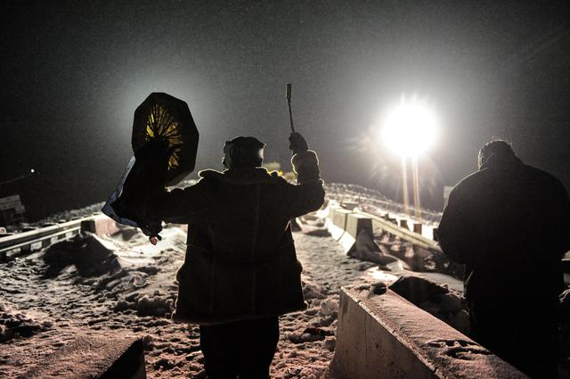 A man holds up a traditional drum during a confrontation between veterans and police on Backwater bridge during a protest against plans to pass the Dakota Access pipeline near the Standing Rock Indian Reservation, near Cannon Ball, North Dakota, U.S., December 1, 2016. REUTERS/Stephanie Keith