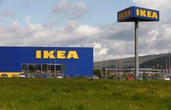 """Магазин  IKEA Group в Шпрайтенбахе, Швейцария 27 апреля 2016 года. Суд в Смоленской области наложил арест на сумму 9,3 миллиарда рублей российской """"дочки"""" компании IKEA, что соответствует сумме иска бизнесмена Константина Пономарева, разбирательство с которым компания ведет уже несколько лет. REUTERS/Arnd Wiegmann"""