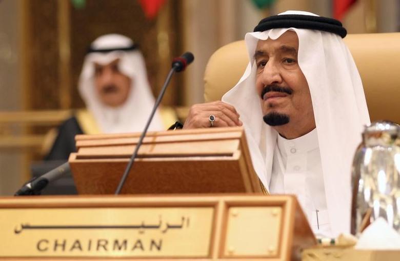 Saudi King Salman bin Abdulaziz attends the Summit of South American-Arab Countries, in Riyadh November 10, 2015. REUTERS/Faisal Al Nasser