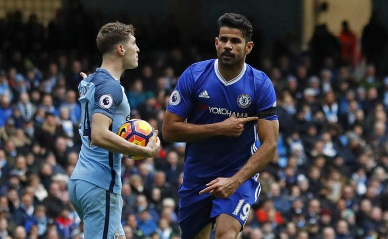 Britain Football Soccer - Manchester City v Chelsea - Premier League - Etihad Stadium - 3/12/16 Chelsea's Diego Costa celebrates scoring their first goal and points to his armband in respect of the victims of the Colombia plane crash containing the Chapecoense players and staff  Action Images via Reuters / Jason Cairnduff Livepic