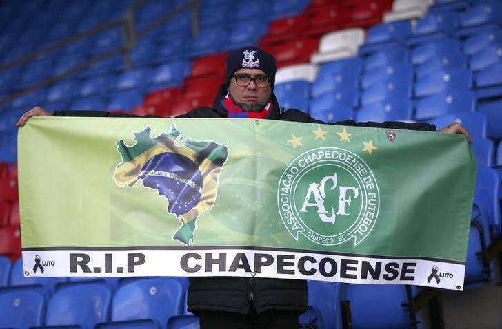 Britain Football Soccer - Crystal Palace v Southampton - Premier League - Selhurst Park - 3/12/16 Crystal Palace fan holds a banner in respect of the victims of the Colombia plane crash containing the Chapecoense players and staff before the game Reuters / Peter Nicholls Livepic