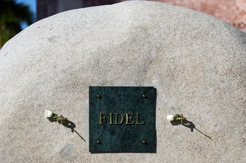 Fidel Castro's ashes travel across Cuba