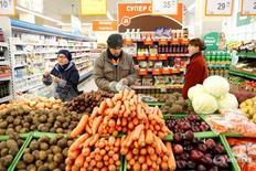 Магазин Дикси в Москве. 20 октября 2016 года. Потребительские цены в России с 29 ноября по 5 декабря 2016 года выросли на 0,1 процента, как и неделей ранее, сообщил Росстат. REUTERS/Maxim Zmeyev