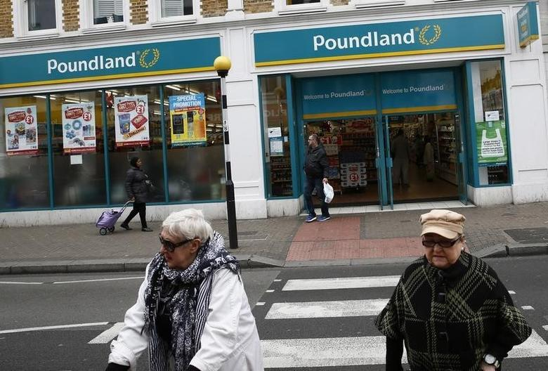 Pedestrians walk past a Poundland store in London, Britain November 10, 2015. REUTERS/Stefan Wermuth/Files - RTSMLHE