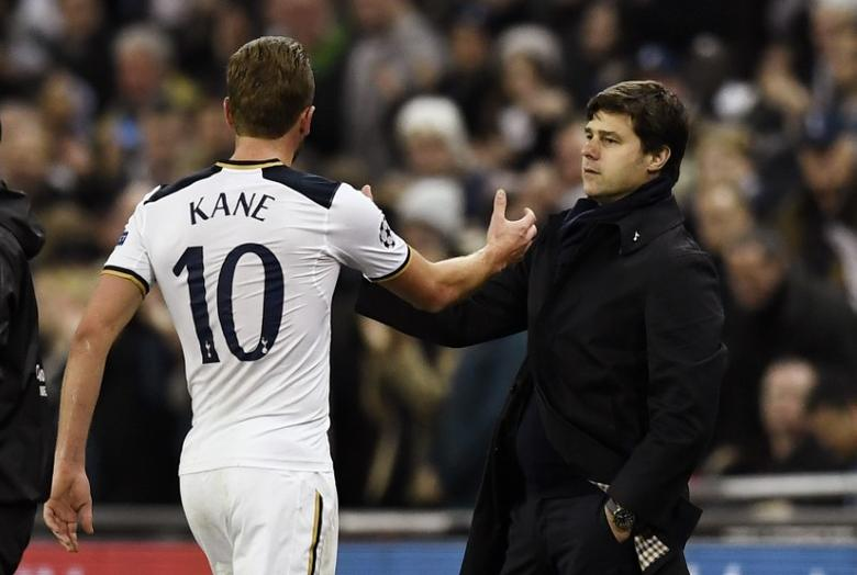 Football Soccer Britain - Tottenham Hotspur v CSKA Moscow - UEFA Champions League Group Stage - Group E - Wembley Stadium, London, England - 7/12/16 Tottenham's Harry Kane shakes the hand of Tottenham manager Mauricio Pochettino as he is substituted off for Josh Onomah (not pictured) Reuters / Dylan Martinez Livepic