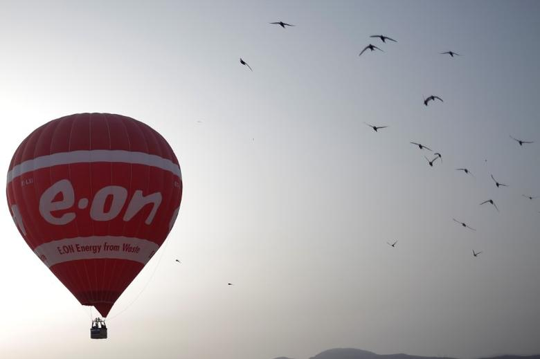 A hot air balloon with the logo of German energy giant E.ON flies at dawn in Ronda, southern Spain, July 21, 2016. REUTERS/Jon Nazca