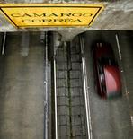 Un túnel construido por Camargo Correa en Sao Paulo, ene 8, 2010. El conglomerado brasileño de ingeniería Camargo Correa SA está en conversaciones para vender una participación minoritaria en Loma Negra Cia Industrial SA, el mayor productor de cemento de Argentina, dijo el jueves una persona familiarizada con el tema.     REUTERS/Paulo Whitaker