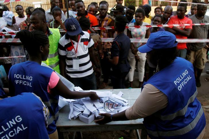 Polling agents count ballots at a polling station on a street, in Accra, Ghana December 7, 2016. REUTERS/Luc Gnago