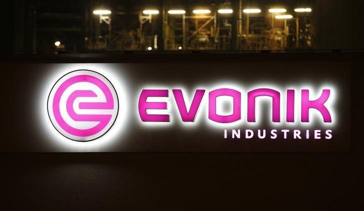 The logo of German specialty chemical company Evonik Industries AG is pictured at their plant in Bitterfeld, Germany, February 29, 2016.        REUTERS/Fabrizio Bensch