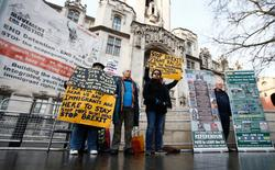 Pro and anti-Brexit protesters stand outside the Supreme Court on the third day of the challenge against a court ruling that Theresa May's government requires parliamentary approval to start the process of leaving the European Union, in Parliament Square, central London, Britain December 7, 2016. REUTERS/Peter Nicholls - RTSV1F9