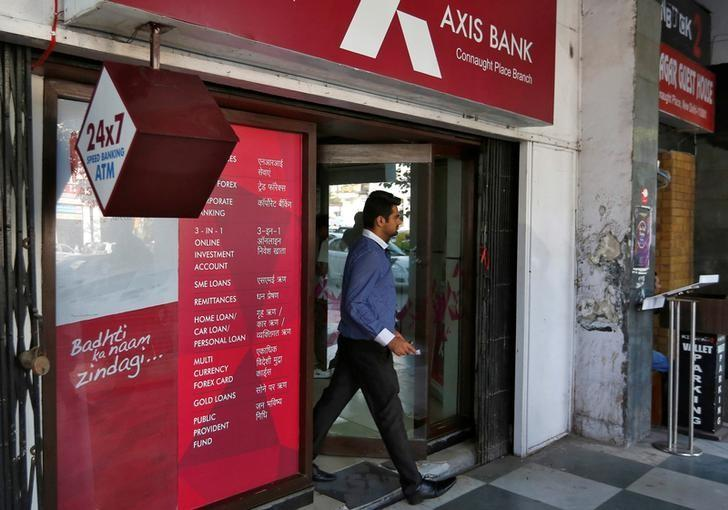 A man leaves an Axis Bank automated teller machine (ATM) in New Delhi, India, October 20, 2016. REUTERS/Adnan Abidi