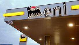 Eni a annoncé lundi son intention de vendre au russe Rosneft une participation de 30% dans la concession égyptienne Shorouk pour 1,125 milliard de dollars (1,063 milliard d'euros), ramenant ainsi sa participation dans le gisement gazier Zohr à 60%. /Photo d'archives/REUTERS/Arnd Wiegmann