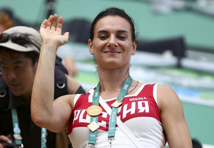 Synchronised Swimming - Duets Free Routine - Victory Ceremony - Maria Lenk Aquatics Centre - Rio de Janeiro, Brazil - 16/08/2016.    Yelena Isinbayeva of Russia waves from the tribune. REUTERS/Michael Dalder