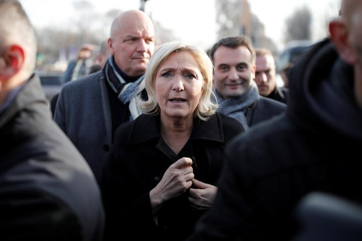 French far-right Front National (FN) party president, member of European Parliament and candidate for French 2017 presidential election Marine Le Pen (C) visits a Christmas market in Paris, France, December 8, 2016. REUTERS/Benoit Tessier