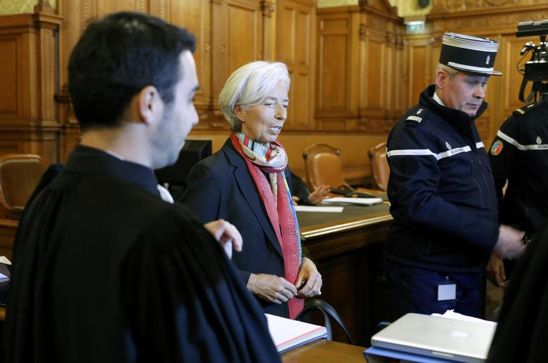 Managing Director of the International Monetary Fund (IMF) Christine Lagarde (C) arrives with her lawyers for the start of her trial about a state payout in 2008 to a French businessman, at the courts in Paris, France, December 12, 2016.   REUTERS/Philippe Wojazer