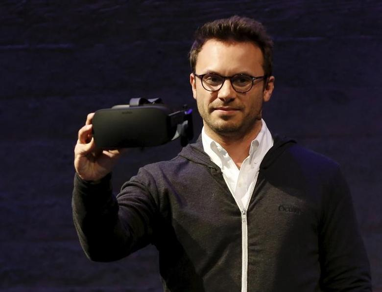 Oculus CEO Brendan Iribe displays a virtual reality headset during an event in San Francisco, California June 11, 2015.  REUTERS/Robert Galbraith