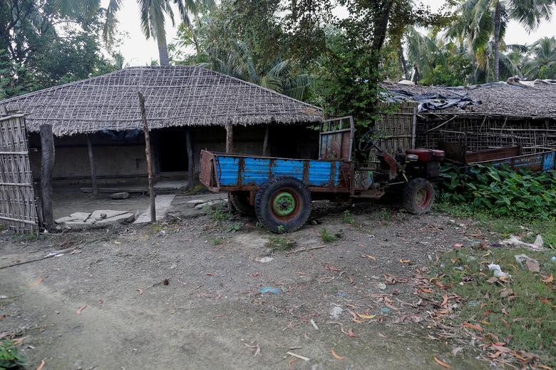 A Rohingya abandoned house  is seen at U Shey Kya village outside Maungdaw in Rakhine state, Myanmar, October 26, 2016. Picture taken October 26, 2016.  REUTERS/Soe Zeya Tun