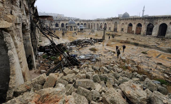 A general view shows the damage inside the Umayyad mosque, in the government-controlled area of Aleppo, during a media tour, Syria December 13, 2016. REUTERS/Omar Sanadiki
