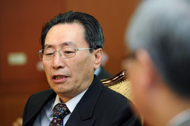 File photo: Wu Dawei (L) talks to South Korean Foreign Minister Kim Sung-hwan (R) during their meeting at the foreign ministry in Seoul April 27, 2011. REUTERS/Jung Yeon-Je
