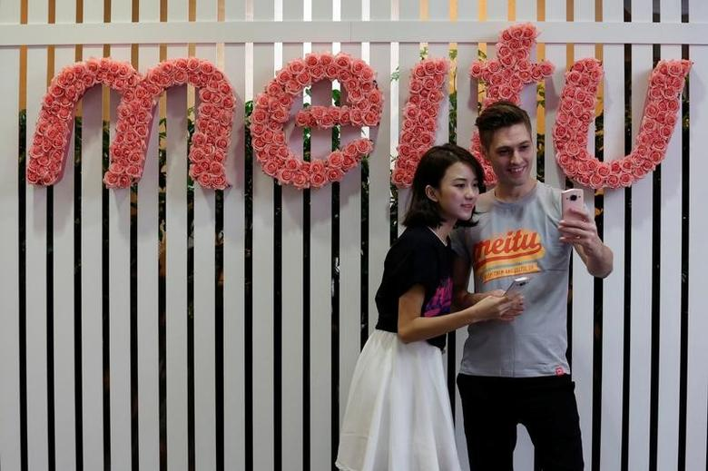 Models pose for a photo during Meitu IPO news conference in Hong Kong, China December 2, 2016.  REUTERS/Bobby Yip