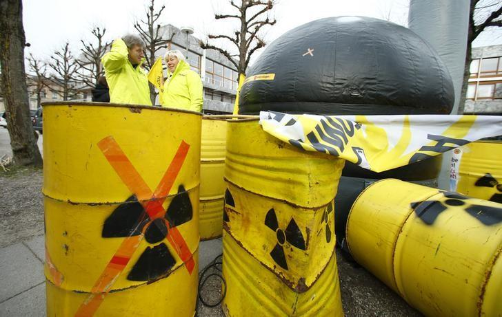 Anti-nuclear protestors demonstrate outside Germany's Constitutional Court in Karlsruhe 15 March 2016, prior to the start of a two-day hearing in a case relating to Germany's landmark decision to shutdown of their nuclear plants by 2022.    REUTERS/Ralph Orlowski