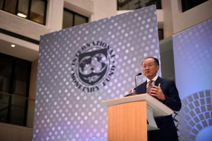 World Bank President Jim Yong Kim speaks at the annual meetings of the IMF and World Bank Group in Washington, October 7, 2016. REUTERS/James Lawler Duggan/File Photo
