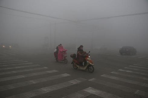 中国の大気汚染、北部23都市で最高レベルの「赤色警報」発令へ