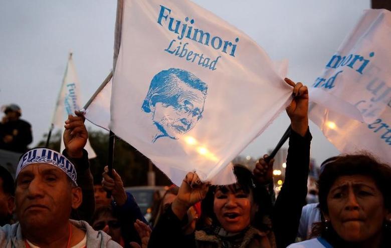 People attend a rally demanding the release of former President Alberto Fujimori in Lima, Peru, July 22, 2016.  REUTERS/Mariana Bazo