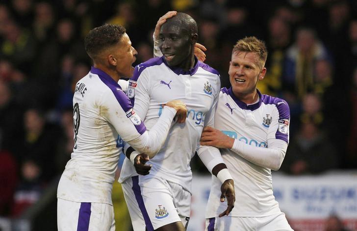 Britain Football Soccer - Burton Albion v Newcastle United - Sky Bet Championship - Pirelli Stadium - 17/12/16 Newcastle United's Mohamed Diame celebrates scoring their second goal with team mates Mandatory Credit: Action Images / Craig Brough Livepic