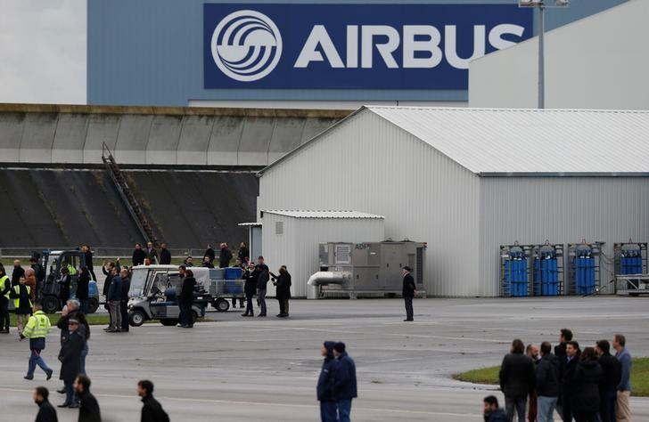 An Airbus logo is pictured as employees attend the Airbus A350-1000 maiden flight event in Colomiers near Toulouse, Southwestern France, November 24, 2016.  REUTERS/Regis Duvignau