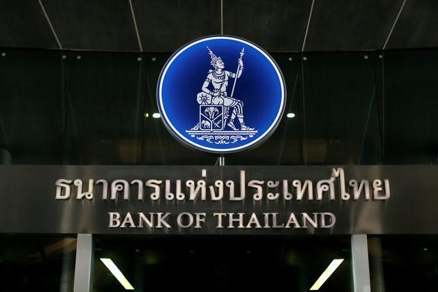 Thailand's central bank logo is seen at the Bank of Thailand in Bangkok, Thailand April 26, 2016.  REUTERS/JorgeSilva/File Photo