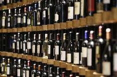 La production de vins de Bordeaux atteindra près de 5,7 millions d'hectolitres en 2016, ce qui n'est plus arrivé depuis 2009. /Photo prise le 29 septembre 2016/REUTERS/Regis Duvignau