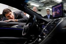 Canada's Prime Minister Justin Trudeau takes part in a tour at the BlackBerry QNX facility in Ottawa, Canada December 19, 2016. REUTERS/Blair Gable