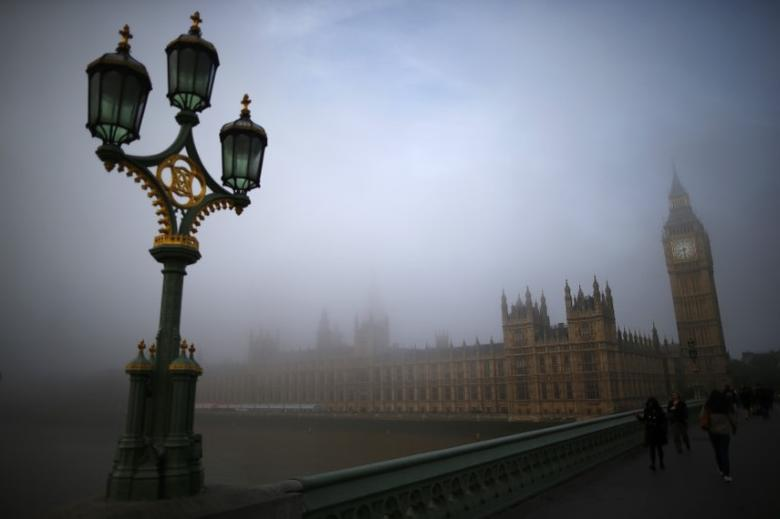 Commuters walk accross Westminster Bridge towards the Houses of Parliament on a foggy morning in London September 24, 2013. REUTERS/Andrew Winning