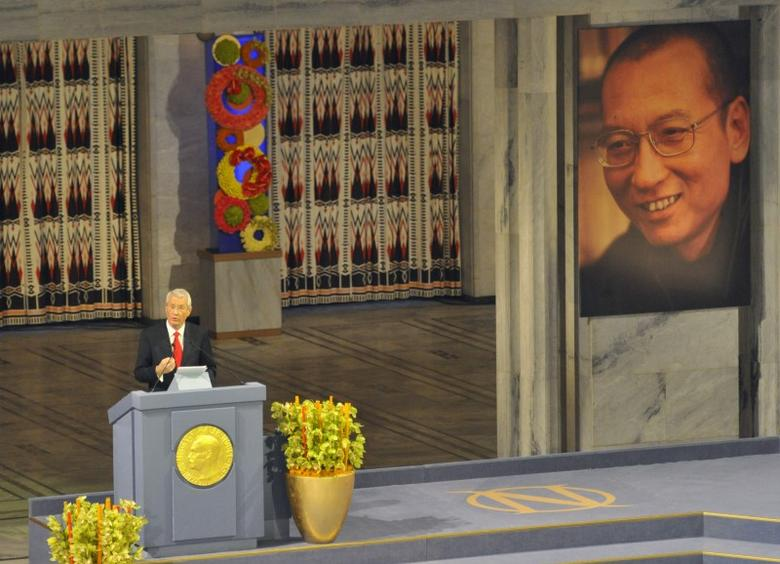 The Norwegian Nobel Committee chairman Thorbjorn Jagland speaks next to the picture of the Nobel Peace Prize winner Liu Xiaobo during the Nobel Peace Prize ceremony in Oslo, December 10, 2010.  REUTERS/Toby Melville