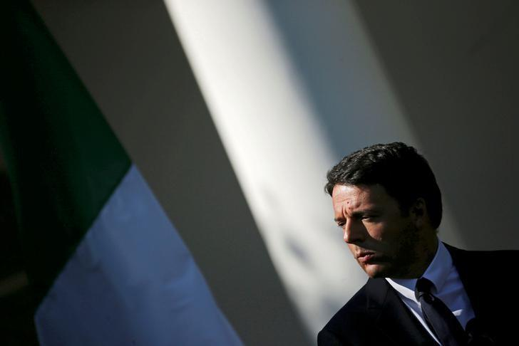 Italian Prime Minister Matteo Renzi attends a joint news conference with U.S. President Barack Obama in the Rose Garden of the White House in Washington, U.S., October 18, 2016.  REUTERS/Carlos Barria/File Photo