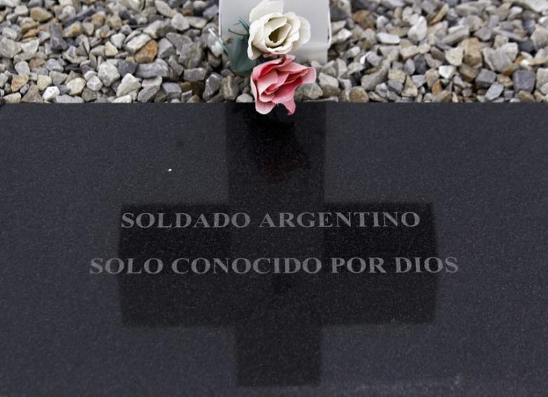 A tombstone bearing the phrase ''Argentine soldier only known by God'' is seen at the Argentine cemetery in Darwin March 11, 2012.  REUTERS/Marcos Brindicci