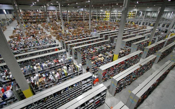 A general view shows packages at the Amazon warehouse in Leipzig, December 3, 2008.       REUTERS/Fabrizio Bensch/File Photo