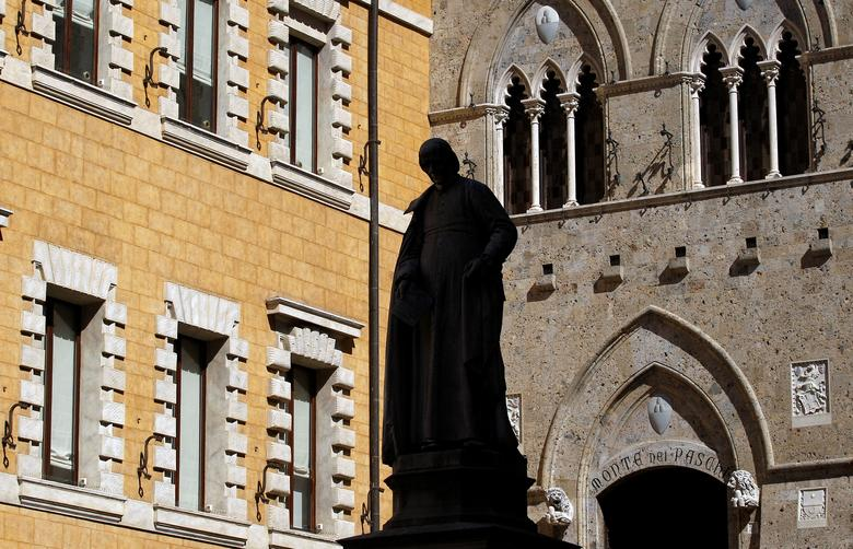 The main entrance of the Monte dei Paschi bank headquarters is seen in Siena, Italy, March 13, 2012.   REUTERS/Max Rossi/File Photo
