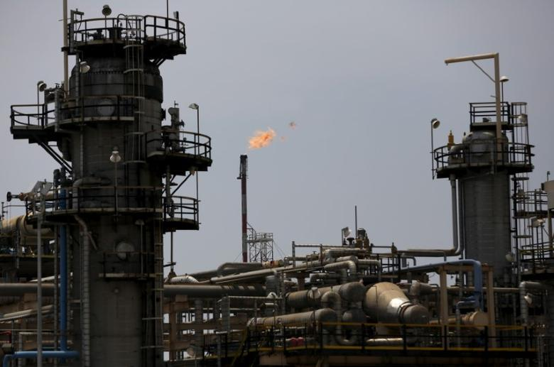 A view of state-owned oil giant Pertamina's refinery unit IV  in Cilacap, Central Java, Indonesia January 13, 2016. REUTERS/Darren Whiteside/File Photo