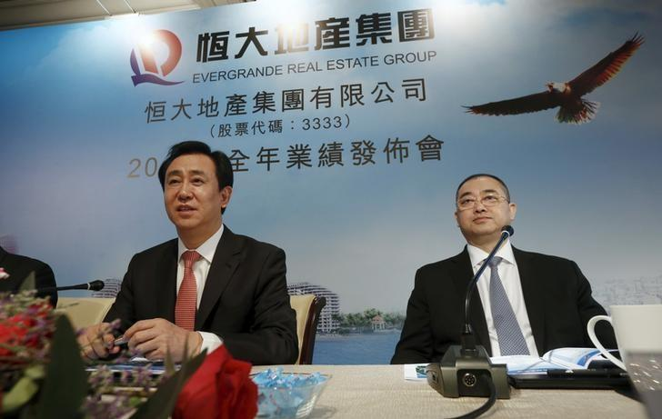 Hui Ka Yan (L), chairman of Evergrande Real Estate Group Ltd, the country's second-largest property developer by sales, and Chief Executive Officer Xia Haijun, attend a news conference on annual results in Hong Kong, China March 29, 2016.      REUTERS/Bobby Yip