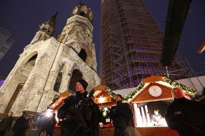 Berlin Christmas market reopens