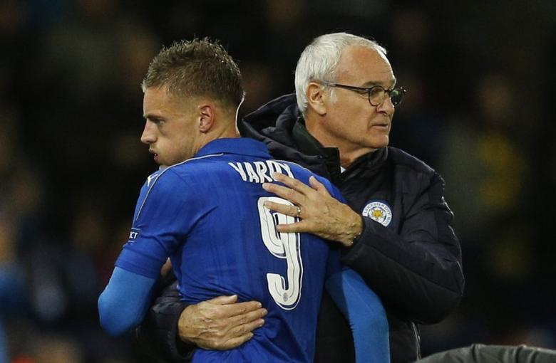 Leicester City's Jamie Vardy is congratulated by manager Claudio Ranieri as he walks off to be substituted. Leicester City v FC Copenhagen - UEFA Champions League Group Stage - Group G - King Power Stadium, Leicester, England - 18/10/16. Action Images via Reuters / Andrew Boyers Livepic