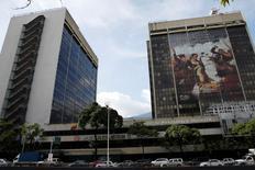 La casa matriz de PDVSA en Caracas, jul 21, 2016. El giro en la estrategia legal de la petrolera estatal PDVSA de pedir una compensación dentro de un juicio en Estados Unidos por una trama de sobornos millonarios, ejecutada por dos empresarios venezolanos, es difícil que le sea favorable y más bien podría jugarle en contra.  REUTERS/Carlos Garcia Rawlins